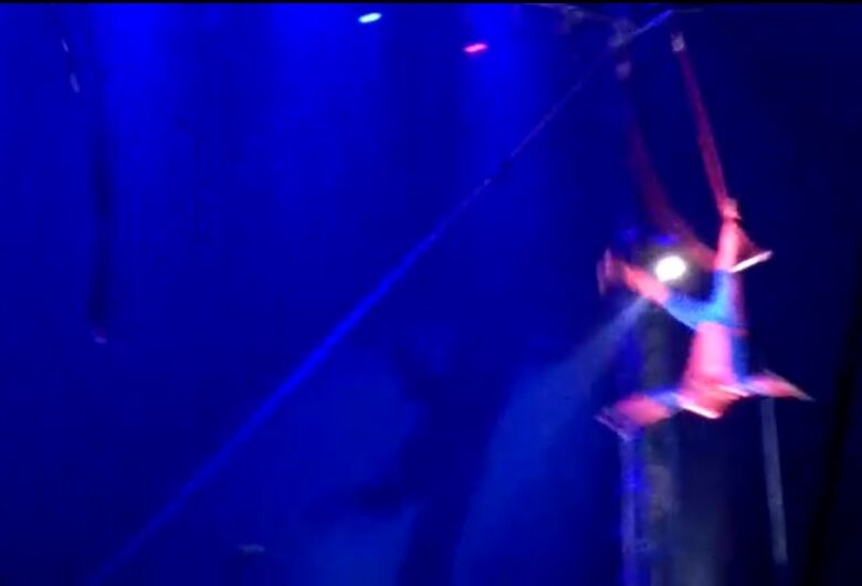 Vídeo mostra queda de trapezista em São Carlos