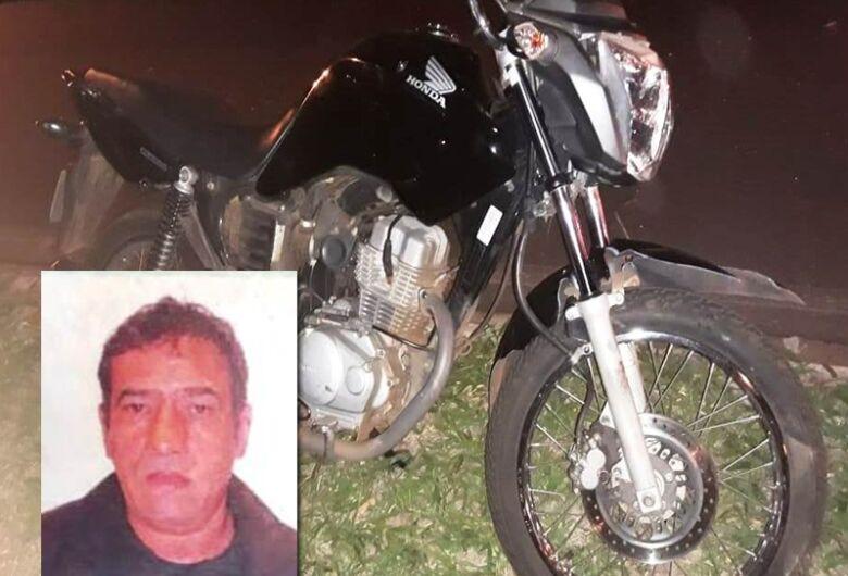 Motociclista morre após colidir na traseira de carreta