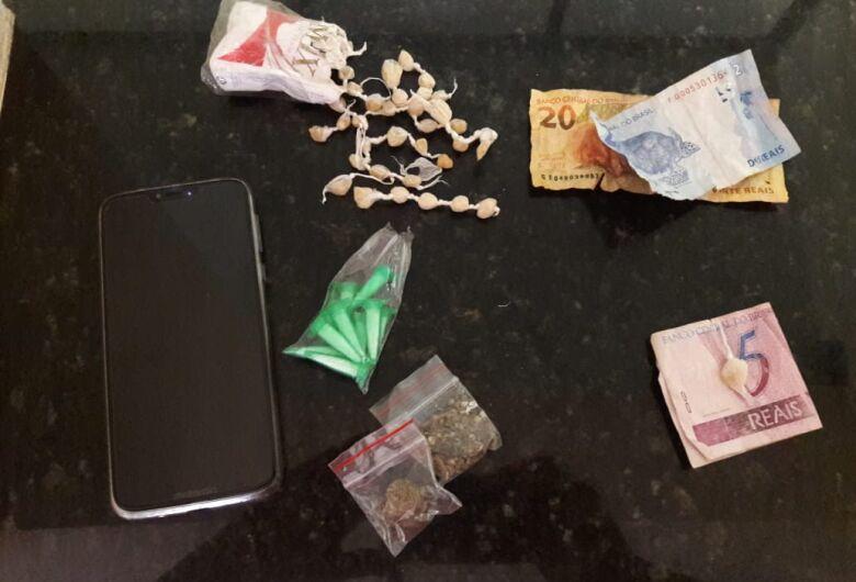 Jovem é flagrado traficando drogas no Presidente Collor
