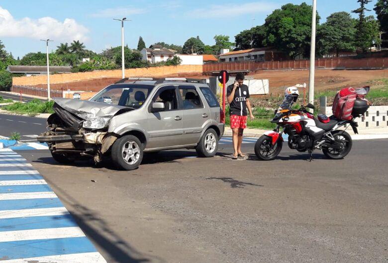 Motorista não respeita pare e causa colisão na Trabalhador São Carlense