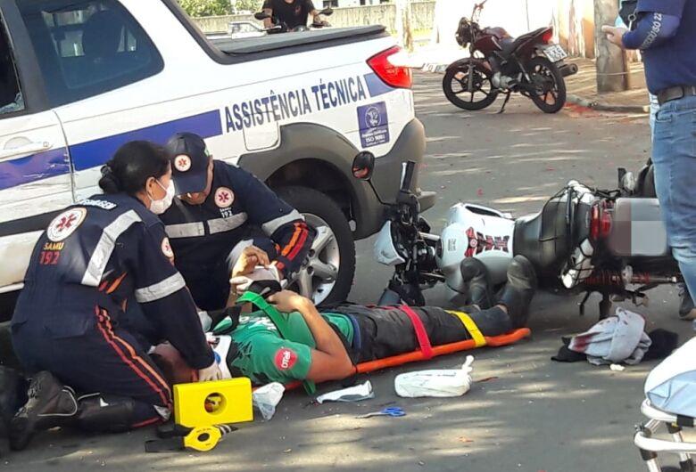 Motociclista sofre corte profundo no pescoço após acidente