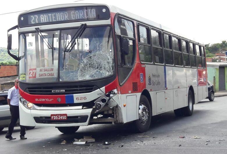 Ônibus atinge motociclista no Antenor Garcia