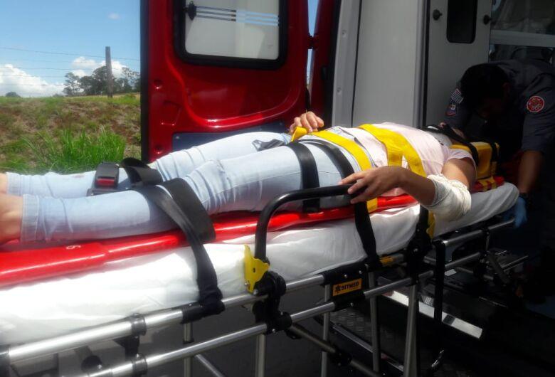 Motociclista sofre queda em estrada municipal
