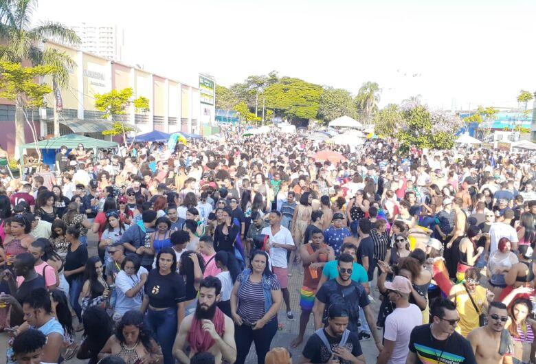 Encontro LBGTQI+ reúne mais de 4 mil pessoas na praça do Mercadão