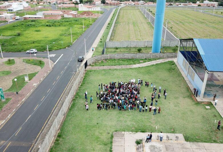 PM e Bombeiros realizam simulação em escola estadual de Ibaté
