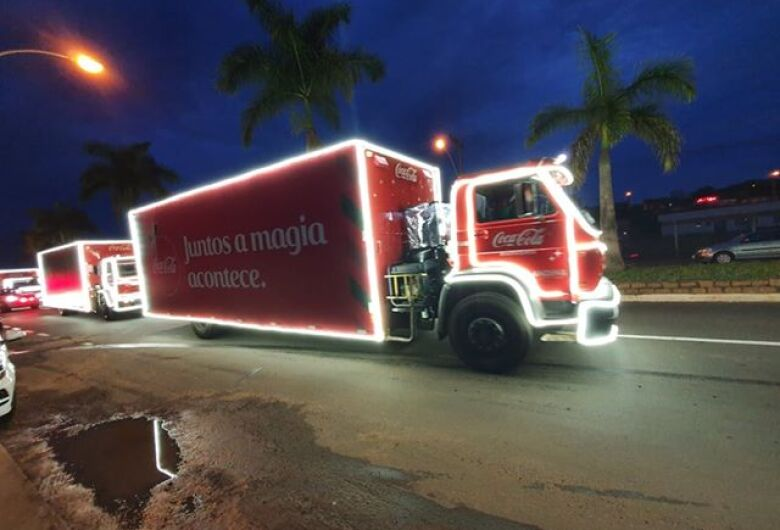 Leitores registram passagem da Caravana de Natal Coca-Cola em São Carlos