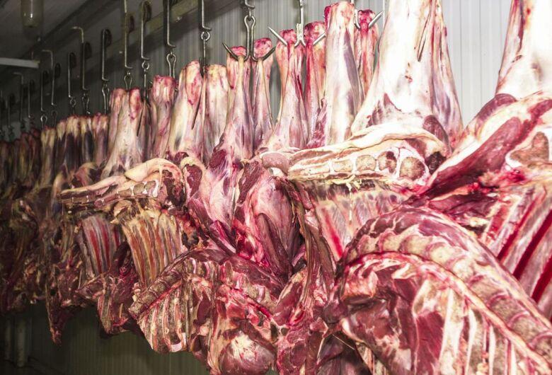 Alta do preço das carnes puxa inflação em novembro no país, diz IBGE