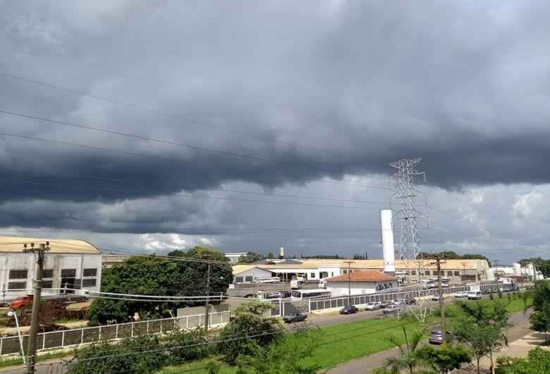 Tempo volta a ficar instável e pancadas de chuva podem ocorrer principalmente nos períodos da tarde e noite