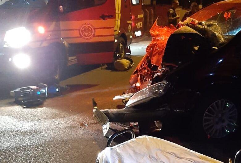 Após sair de festa, estudante bate carro em caçamba no Embaré