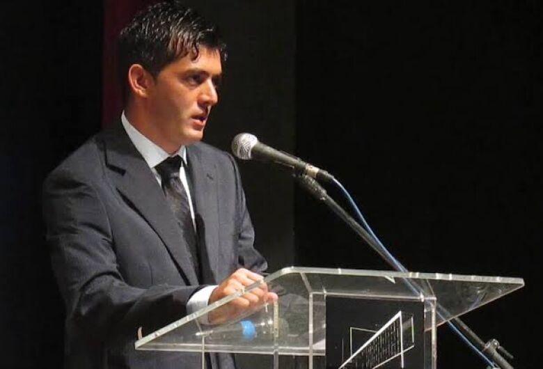 Guerreiro se retrata publicamente com assessor e vereador Elton Carvalho