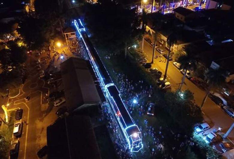 Locomotiva histórica, iluminada para o Natal passará por São Carlos