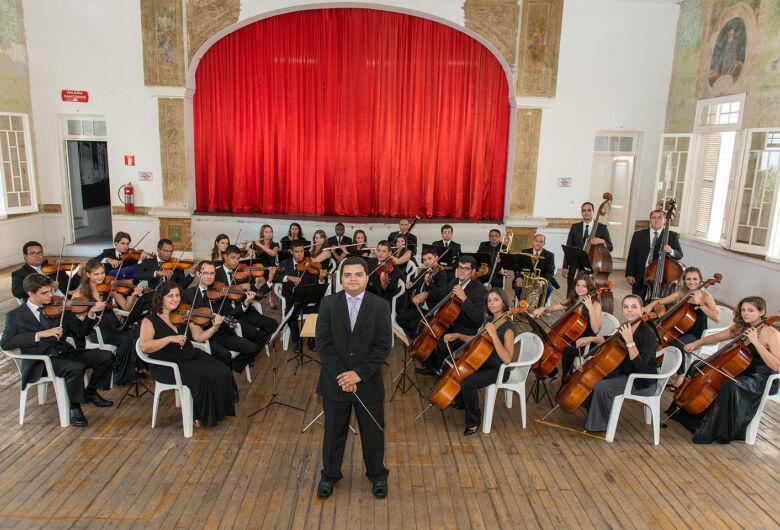 Orquestra Filarmônica de Piracicaba se apresenta na praça do Mercadão