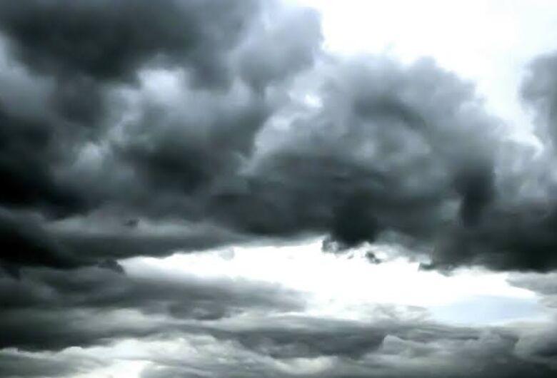 Tempo segue instável com possibilidade de chuva forte