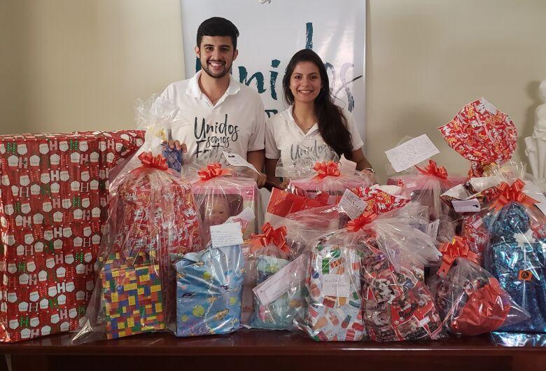 """Ação social """"Unidos Somos Fortes"""" adota mais de 30 crianças através das cartinhas dos correios"""