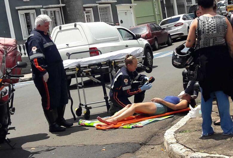 Colisão no centro deixa mulher ferida