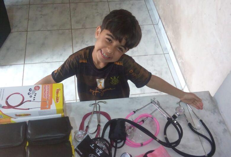 Nefrologia da Santa Casa ganha kits de aferidor de pressão após pedido de criança de 7 anos ao Papai Noel