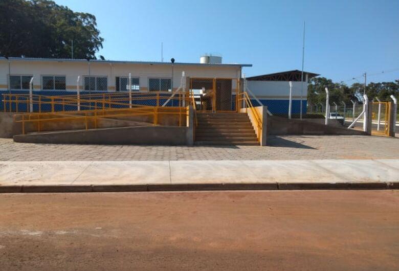 Vereador Elton Carvalho fiscaliza fase final de Emeb do Jardim Araucária