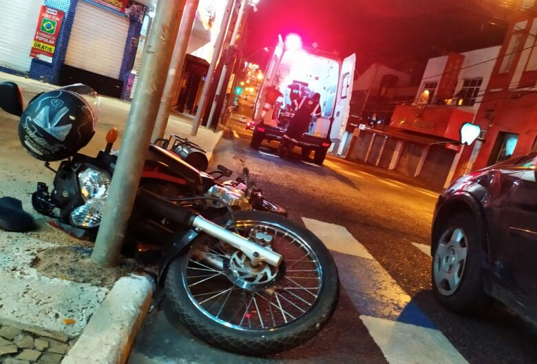 Motociclista sofre acidente na avenida São Carlos