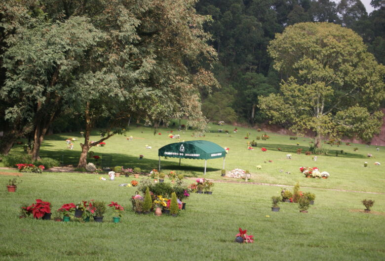 Corpo da comerciante Gisele Borlenghi é velado no Cemitério do Morumbi