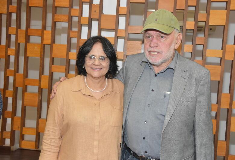Ministra Damares Alves garante que recursos de São Carlos serão liberados