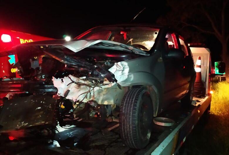 Conversão proibida causa acidente na rodovia SP-215 em São Carlos