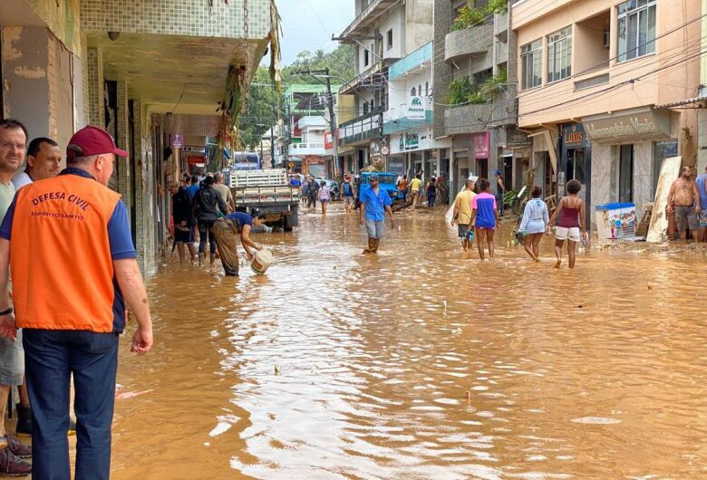Enchentes e deslizamentos provocam 38 mortes em MG