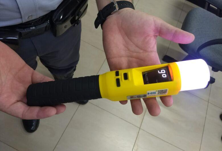 Polícia Rodoviária estadual vai usar novo bafômetro que detecta embriaguez de motorista por respiração