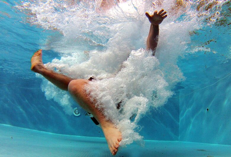 Acidentes graves em mergulhos aumentam durante o verão