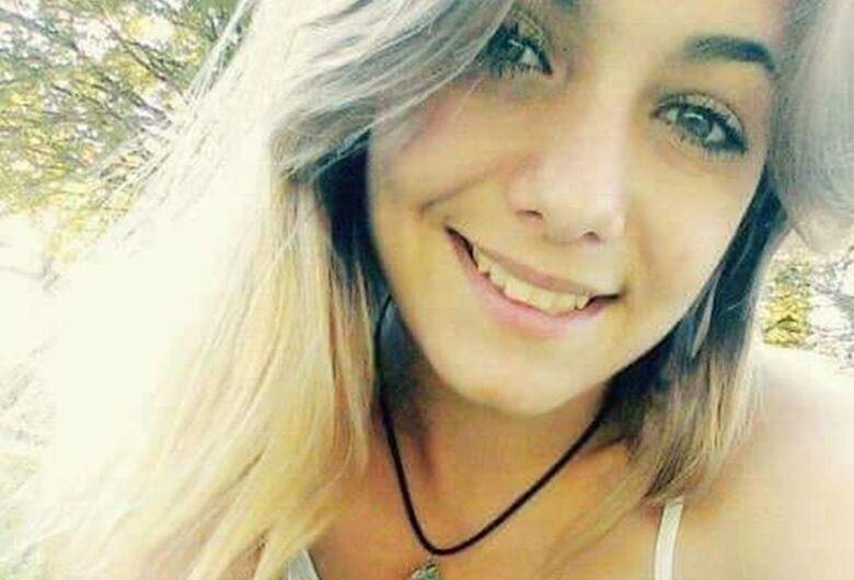 Família acredita que jovem encontrada em canavial foi assassinada