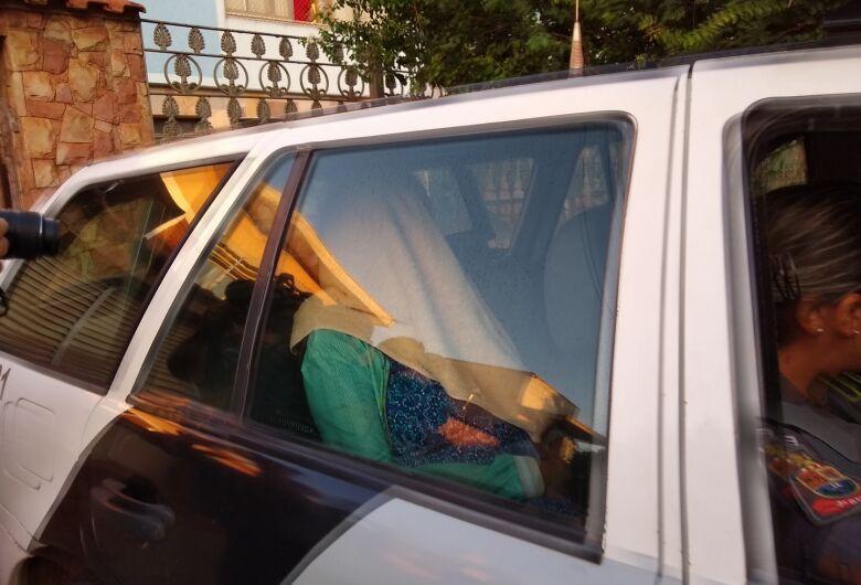 Mulher é presa após provocar a morte do pai de 89 anos na região
