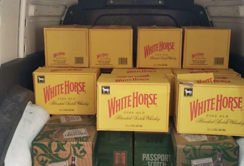 Polícia descobre fábrica clandestina que falsificava bebidas no interior de SP