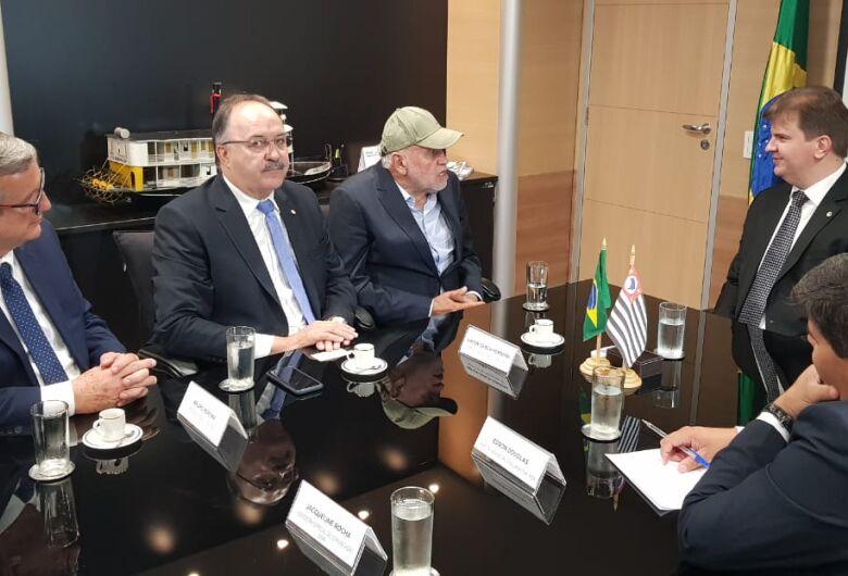 Airton Garcia se reúne com ministro Gustavo Canuto e reivindica R$ 27 mi