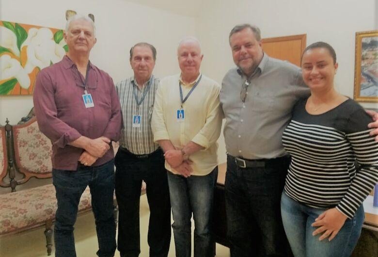 Lobbe Neto visita a Santa Casa para acompanhar o andamento das emendas parlamentares
