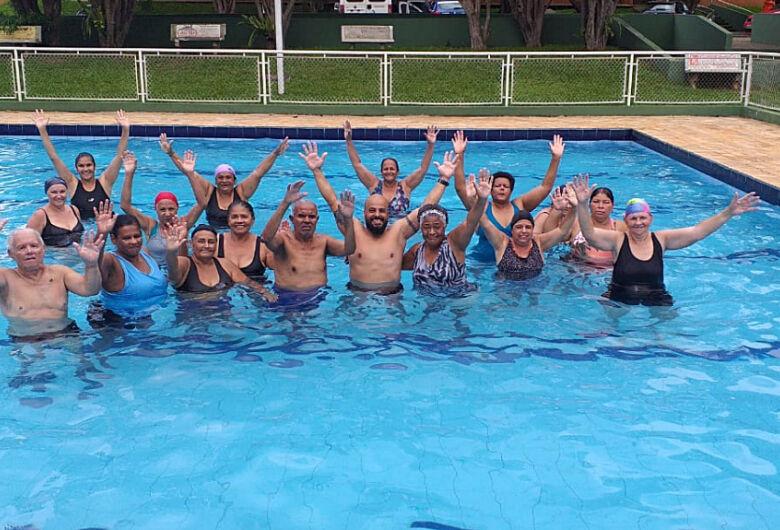 Projeto social oferece atividades gratuitas de natação e hidroginástica
