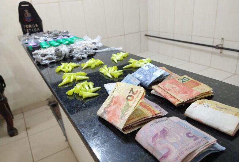 PM prende três jovens por tráfico de drogas no CDHU