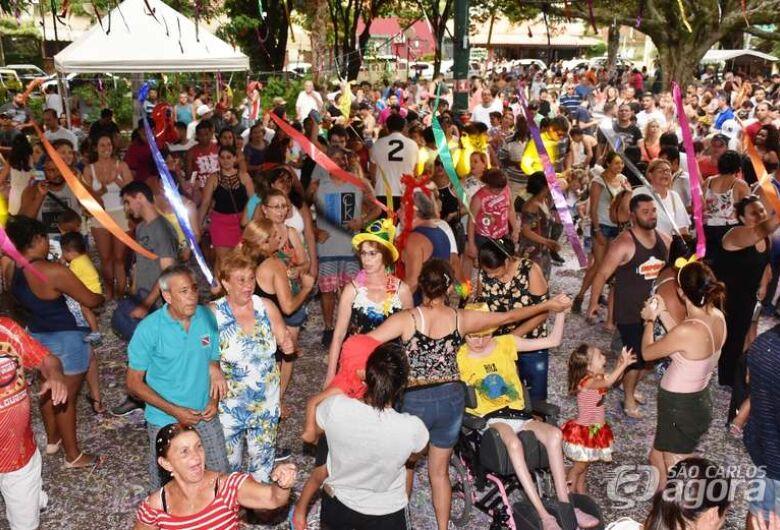 Domingo tem pré-carnaval na Praça XV
