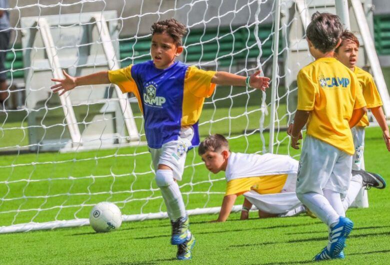 CBF irá recomendar a clubes e escolinhas que crianças até 12 anos não treinem cabeceios
