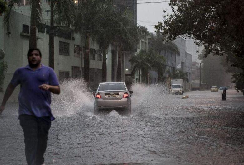 São Paulo tem mais de 70 pontos alagados por causa da chuva