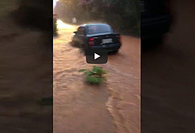 Chuva volta a trazer transtornos em São Carlos