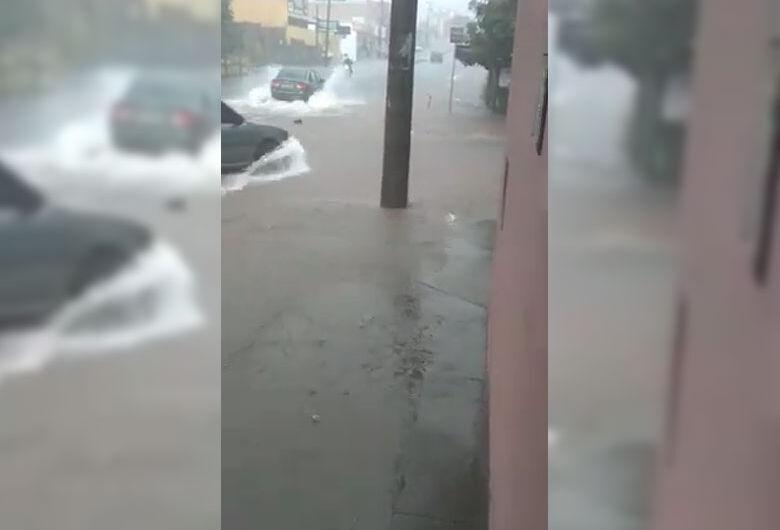 Chuva provoca transtornos na zona sul de São Carlos