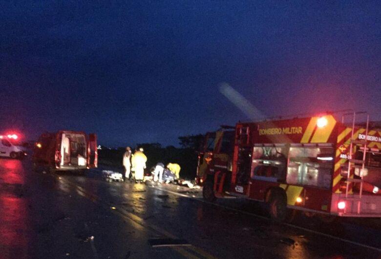 Acidente envolvendo carro com placas de São Carlos deixa 4 mortos na BR-070