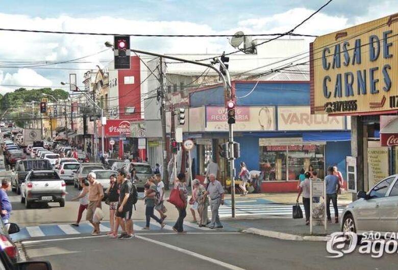 Lojas do comércio abrem a partir do meio-dia nesta segunda-feira de carnaval