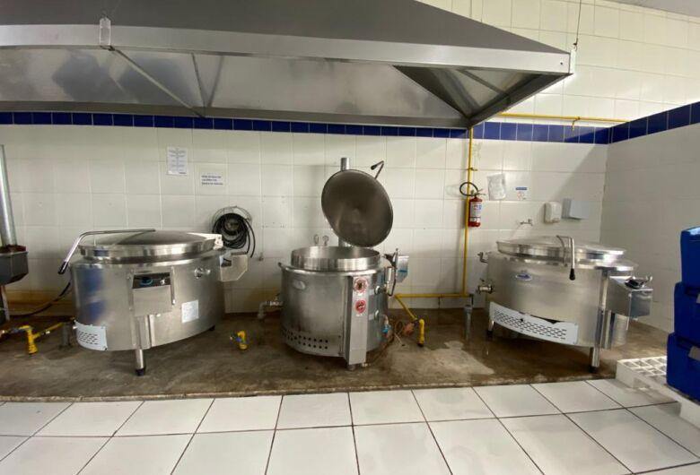 Cozinha piloto ampliou sua capacidade de produção para 1.500 refeições diárias para os restaurantes populares
