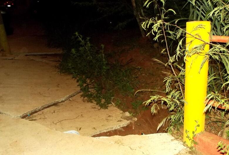 Após 18 meses, rachaduras em ponte causam preocupação no Jd. Dona Francisca
