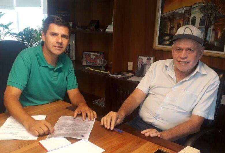 Edson Ferreira sugere ampliar prazo para iniciar processo de aquisição de sepultura