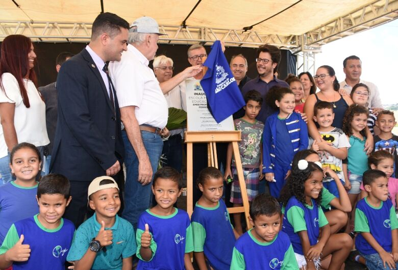 Prefeitura inaugura a maior escola da Rede Municipal de Ensino: EMEB Ulysses Ferreira Picolo