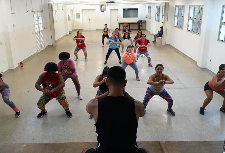 Atividades recreativas gratuitas são oferecidas no Centro da Juventude Elaine Viviani