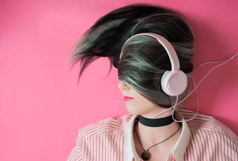 Fones de ouvidos: uso inadequado pode causar danos à audição