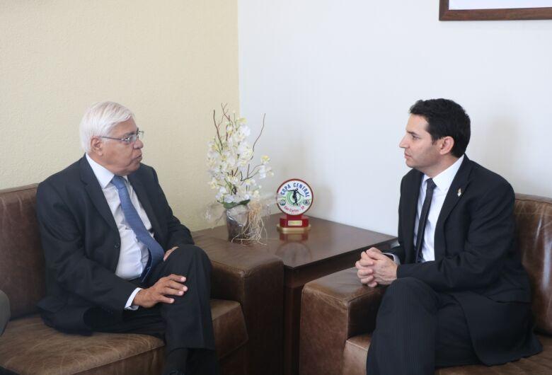Cônsul Geral de Israel em São Paulo visita a Câmara Municipal de São Carlos