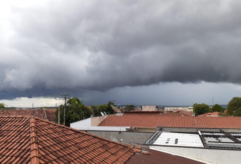 Semana começa quente, mas a previsão é de chuva a partir de terça-feira